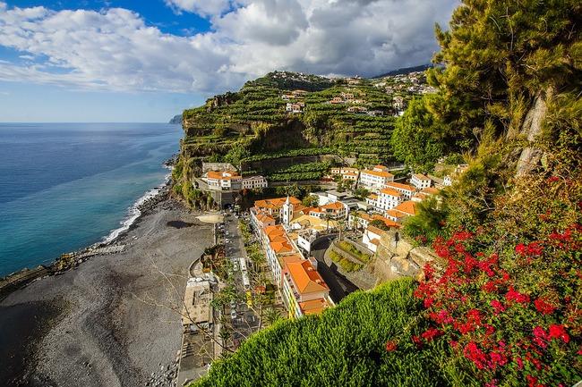 Quần đảo Madeira của Bồ Đào Nha cho phép du khách đã tiêm vaccine nhập cảnh  - Ảnh 1.