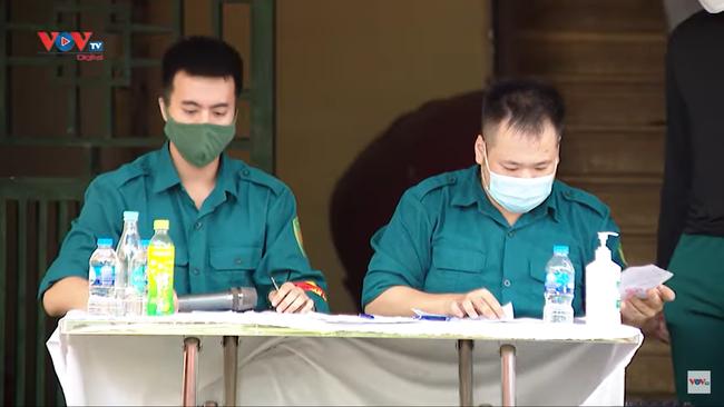 Hà Nội: Quận đầu tiên hoàn thành tiêm chủng cho 92% người trên 18 tuổi - Ảnh 1.