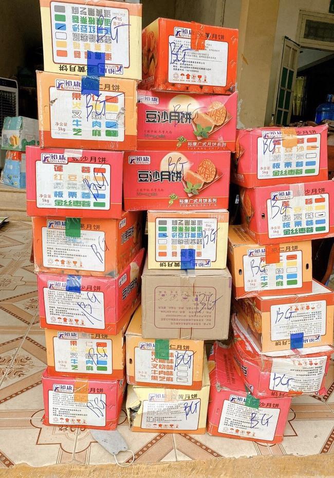 Bắc Giang: Liên tiếp bắt giữ các vụ vận chuyển số lượng lớn bánh trung thu không rõ nguồn gốc - Ảnh 2.