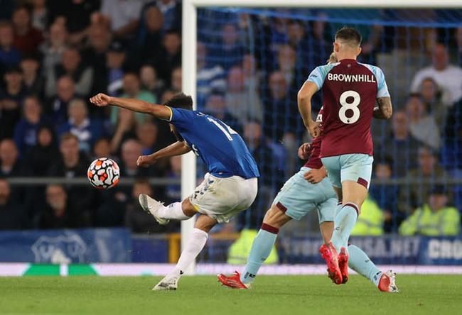 Kết quả Everton 3-1 Burnley: Everton đẩy ĐKVĐ Man City xuống thứ 5 - Ảnh 1.