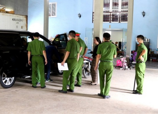 Quảng Bình: 100 cán bộ, chiến sĩ vây bắt nhóm đối tượng bảo kê cưỡng đoạt tài sản - Ảnh 1.