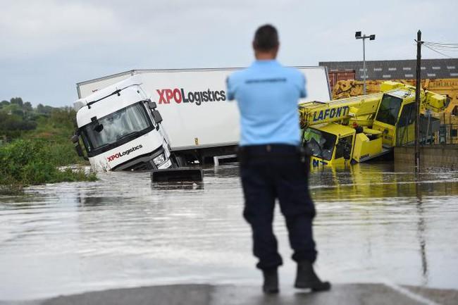 Pháp ban bố tình trạng thảm họa tự nhiên ở miền Nam vì lũ lụt - Ảnh 1.