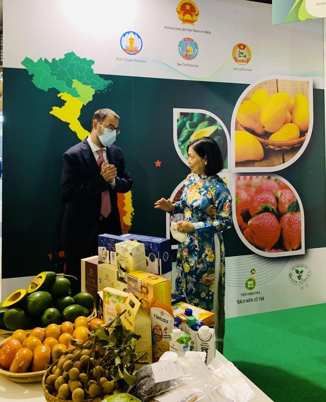 Trái cây Việt Nam hút khách tại Hội chợ quốc tế lớn ở Italia - Ảnh 2.
