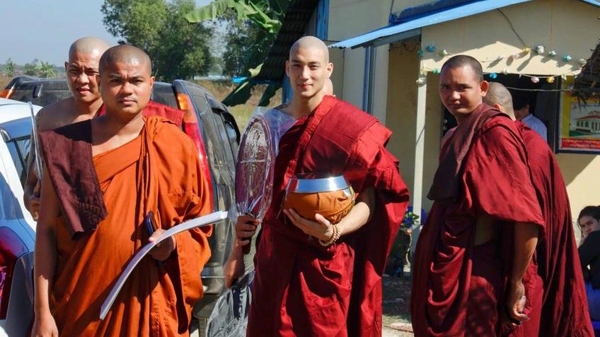 Giới trẻ 'nghiêng ngả' vì vị hòa thượng đẹp như tạc ở Myanmar