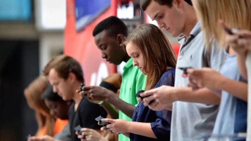 Tăng thời lượng sử dụng mạng xã hội làm tăng nguy cơ tự tử ở trẻ em gái