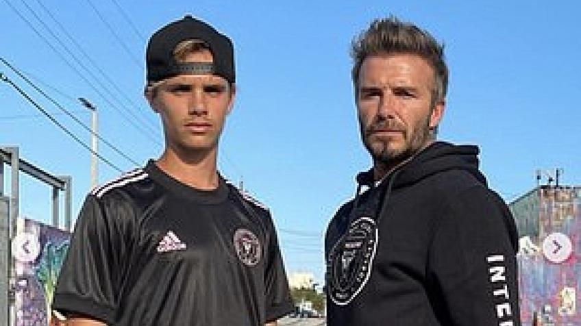 David Beckham diện đồ 'cực ngầu' bên con trai Romeo