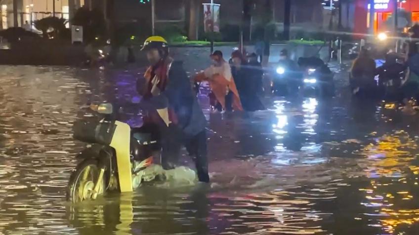 Hà Nội: Vì sao dễ ngập úng khi có mưa lớn?
