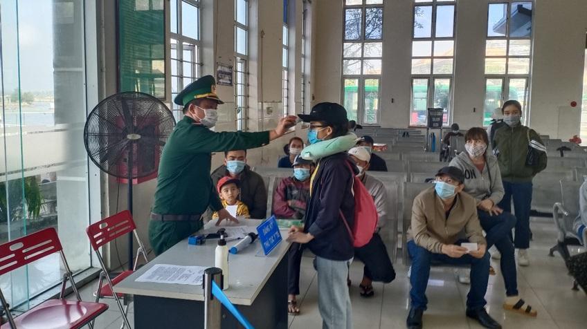 Quảng Ngãi: Cho học sinh, sinh viên nghỉ học, dừng đón khách ra đảo Lý Sơn