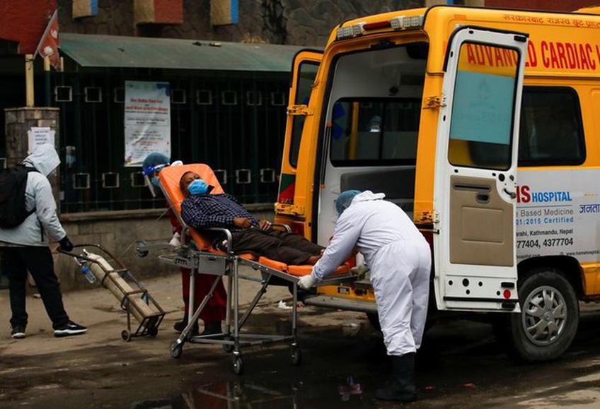 'Bão' Covid-19 tràn tới, Nepal dựng giàn thiêu tập thể