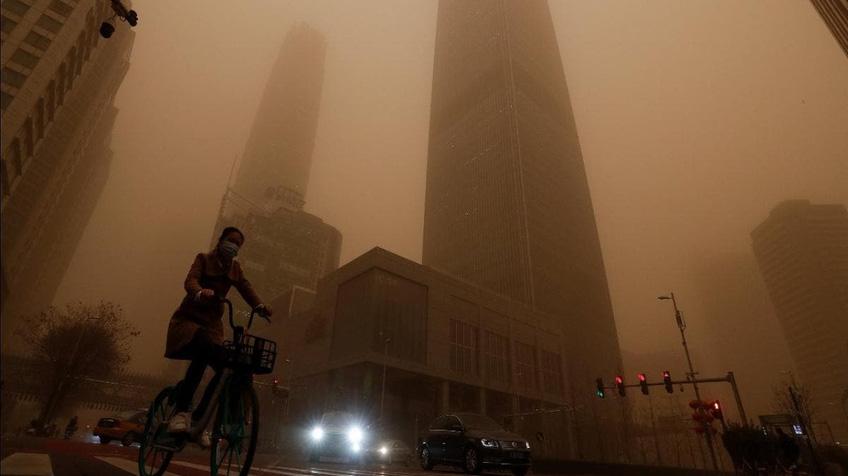 Cát bụi tiếp tục tấn công Bắc Kinh, Trung Quốc