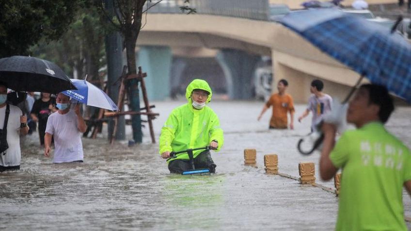 Nhà máy iPhone Trung Quốc chìm trong biển nước