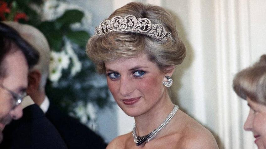 Công nương Diana thích phá vỡ quy tắc thời trang ở Hoàng gia Anh
