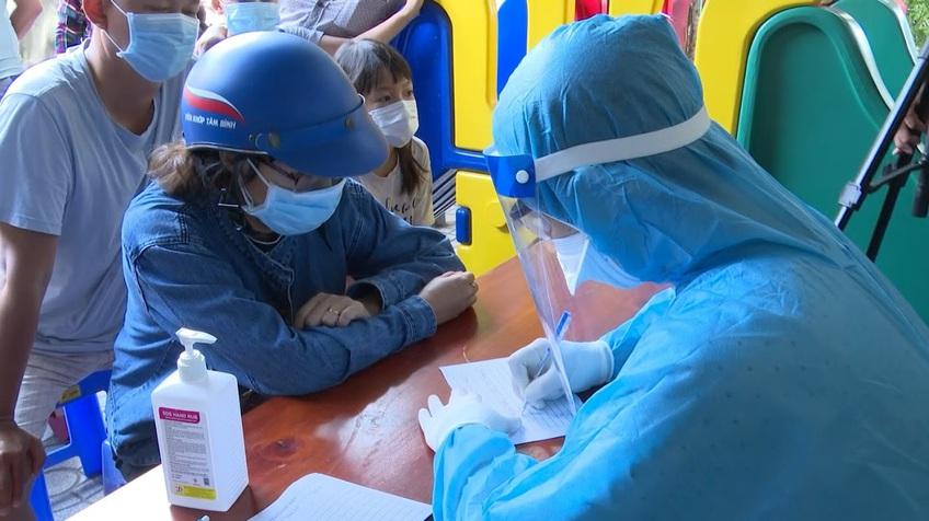 Ngày 31/7, Việt Nam ghi nhận 8.624 ca mắc COVID-19, riêng TP.HCM chiếm 4.180 ca