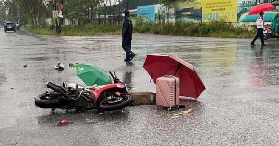 Hà Nội: Đôi nam nữ bị sét đánh tử vong khi đang đi xe máy trên đường