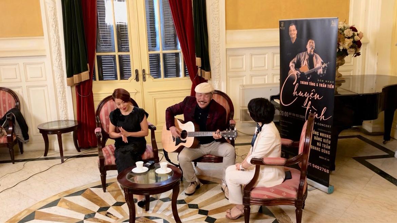 Nhạc sĩ Trần Tiến ngẫu hứng cầm đàn, hát 'Mặt trời bé con' tặng khán giả