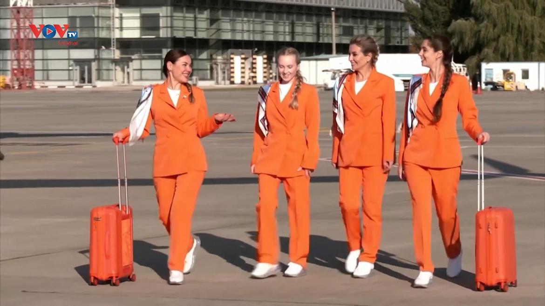 Tiếp viên hãng hàng không Ukraine thay đổi mẫu đồng phục