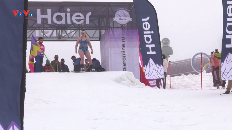 Nóng bỏng... bikini trượt tuyết