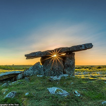 Poulnabrone Dolmen - ngôi mộ lớn thời đồ đá mới