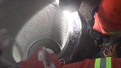 Trung Quốc: Sống sót sau khi mắc kẹt nhiều giờ trong giếng khoan nhỏ hẹp sâu 30m