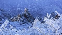 Tuyết trắng, mây mù và hồ băng tạo nên những cảnh tượng mùa đông tuyệt đẹp ở Trung Quốc