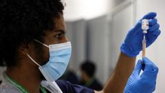 WHO cảnh báo không chủ quan dù số ca nhiễm mới Covid-19 đang giảm