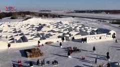 Choáng ngợp mê cung tuyết lớn nhất thế giới ở Canada