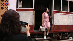 Check-in Hà Nội xưa trên tàu điện leng keng phố cổ