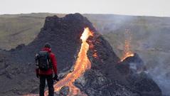 Iceland: Đổ xô đi xem núi lửa phun trào