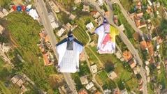Ngắm di sản thế giới ở Li-băng qua góc bay wingsuit