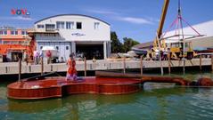 Italia: Ra mắt con thuyền hình cây vĩ cầm khổng lồ