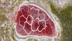 Hồ nước có hình trái tim ở sa mạc Trung Quốc