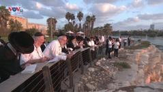 Người Do Thái thanh tẩy tội lỗi trong ngày lễ Yom Kippur linh thiêng