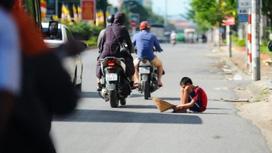Nghệ An: Điều tra việc người ăn xin tràn xuống đường gây mất ATGT