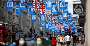 Thủ tướng Anh 'nhận trách nhiệm' khi số ca tử vong vì Covid-19 vượt quá 100 ngàn