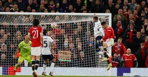 Ronaldo tỏa sáng phút cuối, MU ngược dòng không tưởng