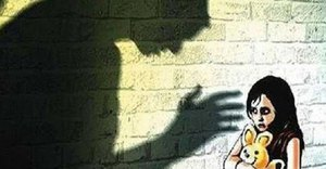 Bé 5 tuổi bị hại và giết: Đừng bắt con nghe lời để khen, đừng để con 1 mình