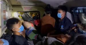 Phát hiện hơn 10 người trong xe cứu thương đi từ Bắc Ninh về Sơn La