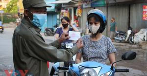 Hà Nội: Người dân phường Nhật Tân bắt đầu đi chợ bằng phiếu