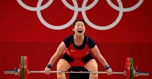 Hoàng Thị Duyên bị… tạ đè, hụt mất huy chương Olympic