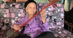 Nghệ nhân trăm tuổi Mỗ Thị Kịt: Một đời với then