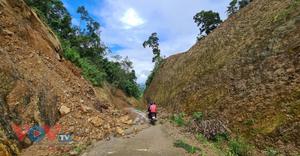 Quảng Bình: Vẫn chưa thể liên lạc với 21 người mắc kẹt trong rừng do ảnh hưởng của bão số 6