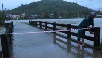 Quảng Ngãi: Mưa to, khẩn cấp di dời dân vùng ngập lụt, sạt lở