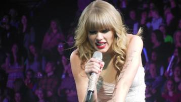 """Ngày lễ độc thân nghe """"tuyên ngôn độc thân"""" của Taylor Swift"""