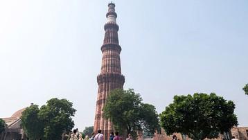 Tòa tháp bằng gạch cao nhất thế giới giống hệt ống khói, được người Ấn Độ tôn sùng như vật báu