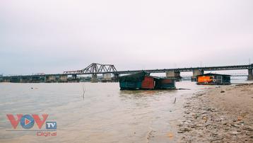 Những hình ảnh bình dị của người dân ven sông Hồng khi mùa đông về