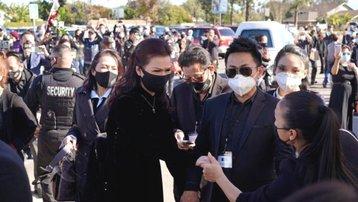 Lễ viếng nghệ sĩ Chí Tài ở Mỹ: Vợ nghẹn ngào trong ngày tiễn biệt
