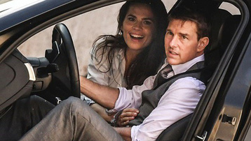 Sau 8 năm ly hôn, Tom Cruise hẹn hò bạn gái nóng bỏng kém 20 tuổi