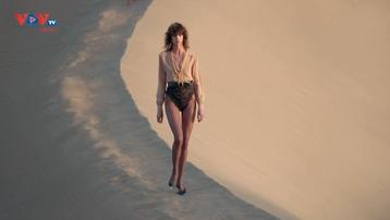 Saint Laurent trình diễn thời trang mùa hè trên sa mạc