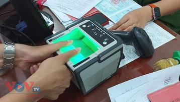TPHCM: Gần 4.000 cảnh sát hỗ trợ cấp thẻ căn cước gắn chip điện tử