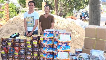 Tạm giữ 2 đối tượng vận chuyển hơn 500kg pháo lậu ở Bình Phước